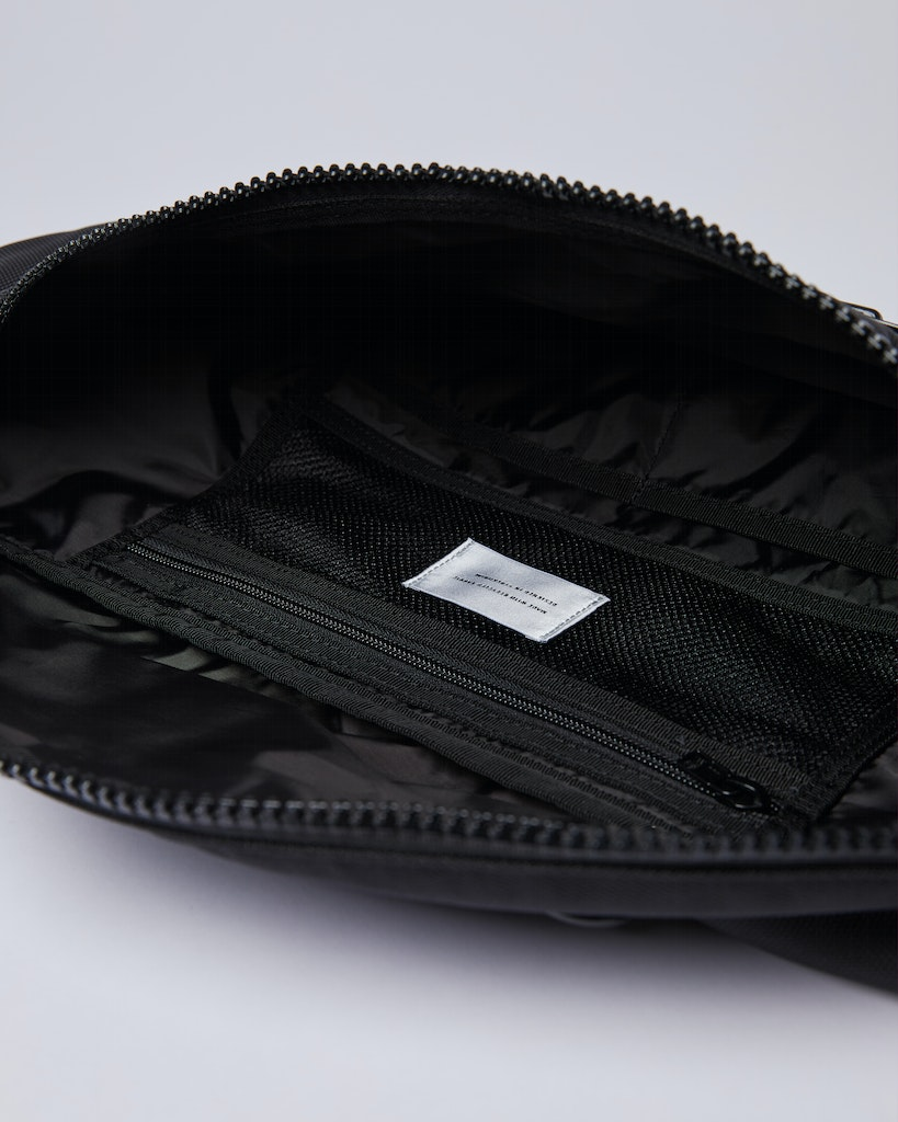 Sandqvist Jon - Functional and water-resistant sling bag 2