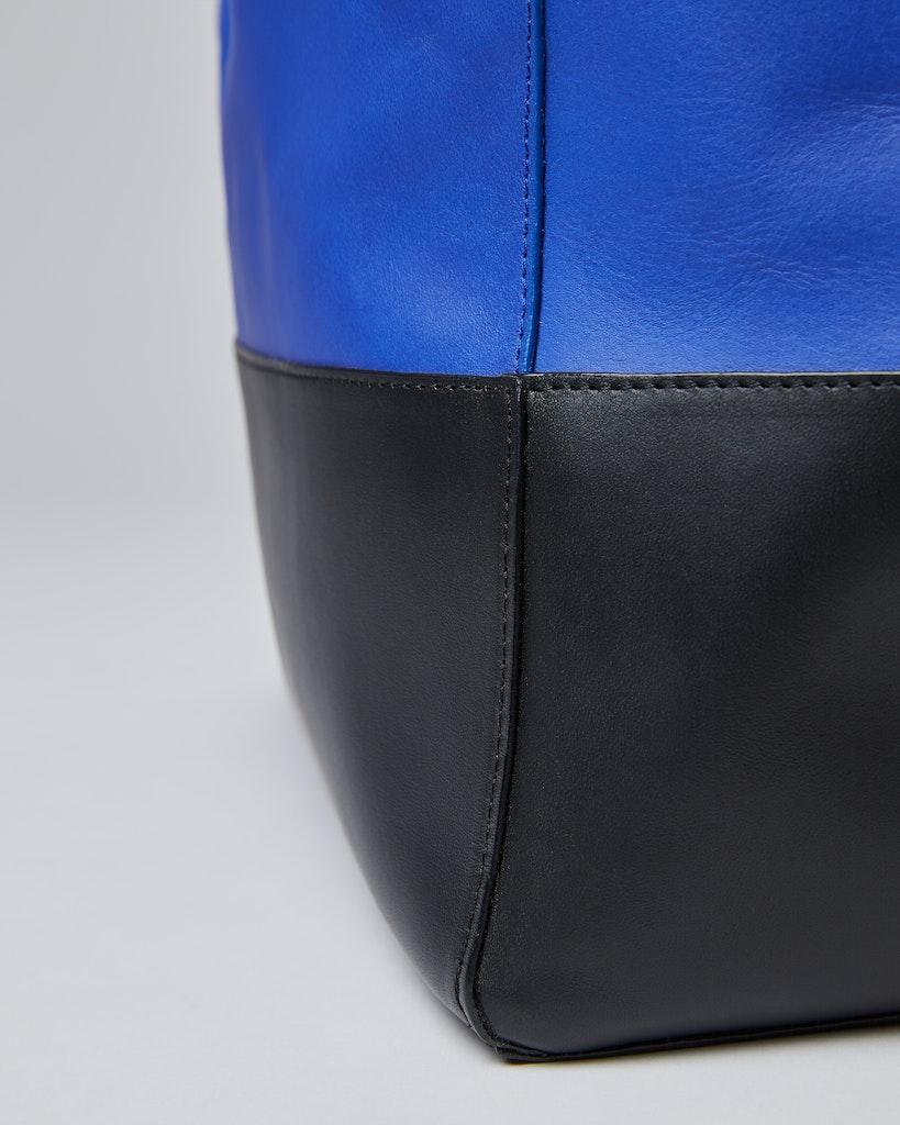 Sandqvist - Tote Bag - Blue and black - IRIS 5